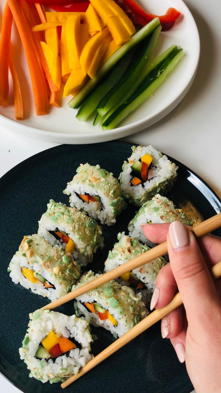 Rainbow Sushi mit Wasabi-Crunch